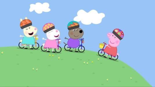 最近网上一位家长关于孩子在看了动画片《小猪佩奇》后学猪叫、跳泥坑的吐槽引发了网络上的热烈讨论,这也引起不少济南家长的共鸣。那么到底该不该让孩子看动画片?记者采访了部分家长以及儿童心理专家。       八成孩子看动画片会模仿   郭女士4岁的儿子最近迷上了佩奇跳,遇到水坑或者泥坑,就在里面跳来跳去,把身上弄得脏兮兮,还要说小猪佩奇就是这么跳的。赵女士6岁的女儿则喜欢看《熊出没》,连走路都模仿熊二的姿态和步伐。   记者随机采访的30名幼儿园及小学一、二年级家长中,大多数家长都表示孩子