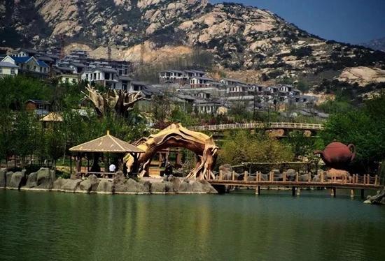 """市城北20公里的茶山风景区   有一座名为""""茶山采茶天桥""""的玻璃栈桥"""