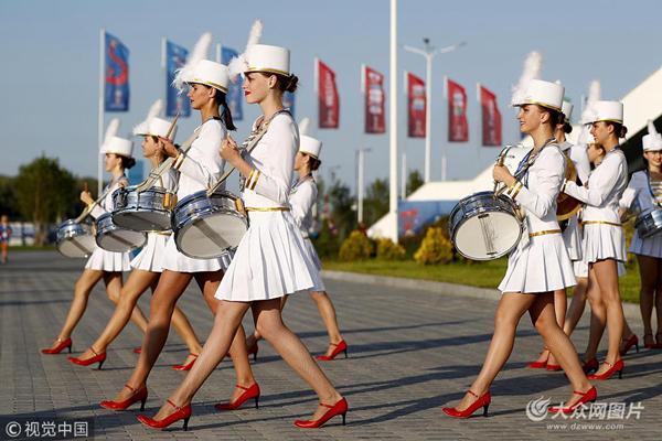 满屏长腿,俄罗斯美女打鼓表演抢眼美女2自述图片
