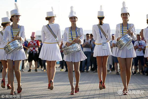 满屏长腿,俄罗斯美女打鼓v美女抢眼美女gif内涵图片图片