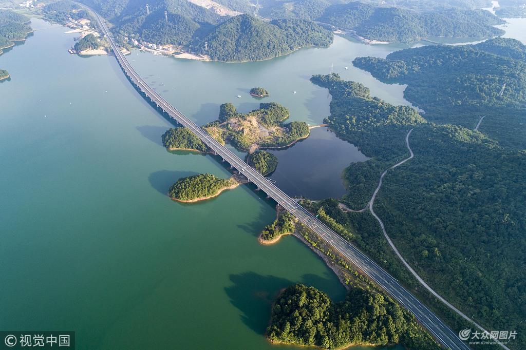 庐山西海水上公路为永(修)武(宁)高速公路的部分路段,全长104公里