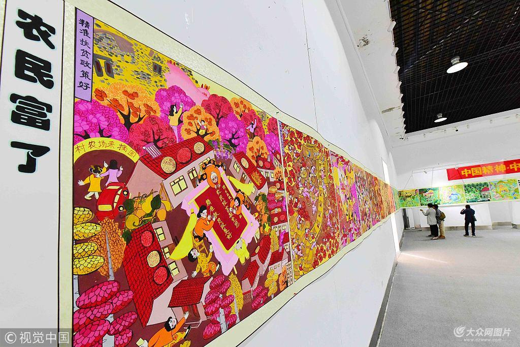 """""""为主题的巨幅农民画在青州市农民画展览中心亮相,喜迎国庆节的到来."""