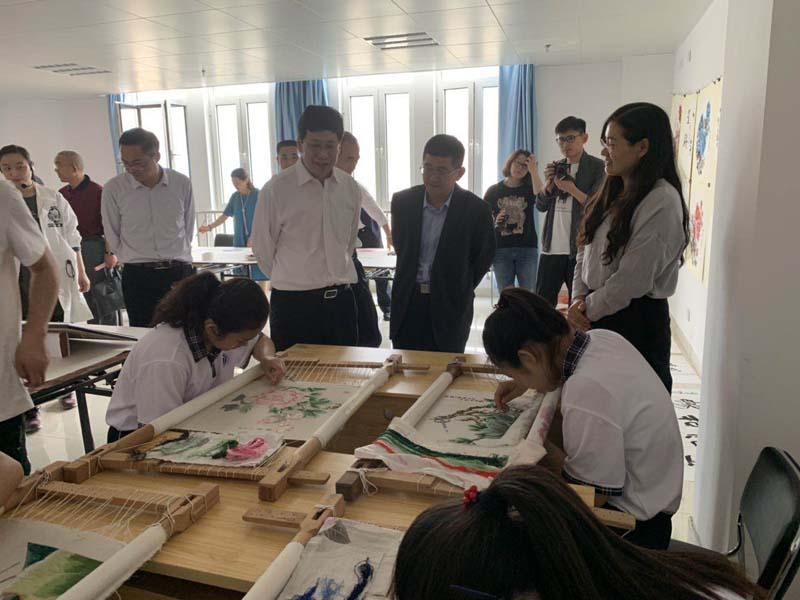 济宁市特殊教育学校学生参加济宁市第一届残疾人文化创作创意交流会