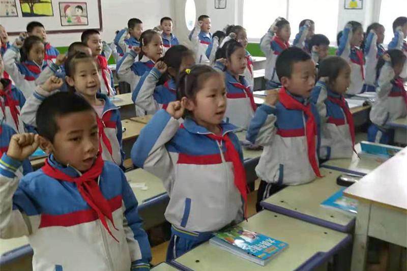 泰安市东平县接山镇中心小学积极开展建队70周年主题队日活动