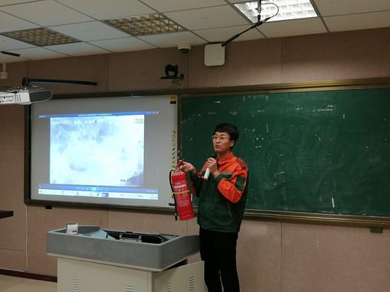 """荣成市石岛湾中学开展""""防范火灾风险,建设美好家园""""消防培训会"""