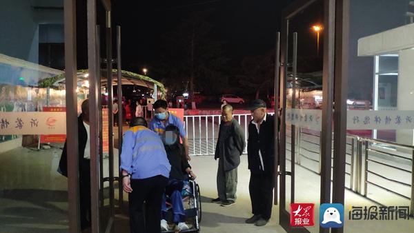 世人协力搭把手 平邑火车站办事暖民气