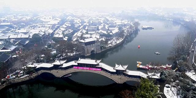 雪后台儿庄古城,好一幅水墨画!