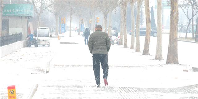 强冷空气来袭 德州市区终于能看见积雪
