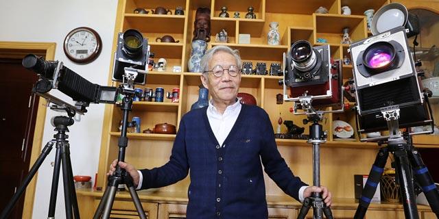 青岛:七旬老人自制大画幅相机