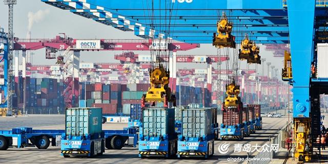 青岛港全自动化码头交出一岁成绩单   吞吐量完成79.48万箱