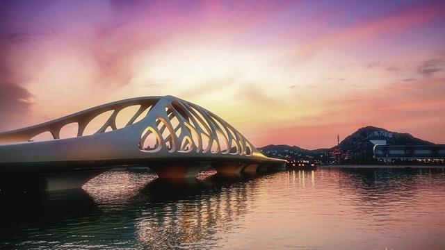 日落时分的青岛西海岸新区珊瑚贝桥
