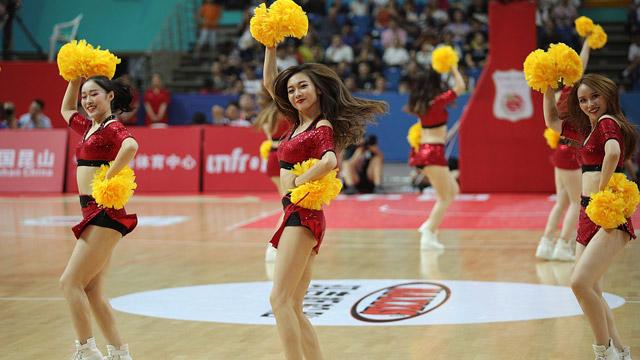 中国男篮红队Vs乌克兰 拉拉队热舞助阵