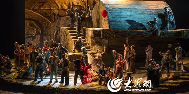 陕西人艺版《平凡的世界》震撼人心  时空穿越引发岛城观众共鸣
