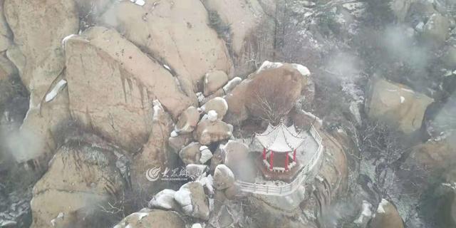 崂山巨峰景区银妆素裹  迎来今冬初雪(多图)