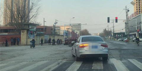 菏泽多个路口红绿灯存在问题 相关部门将解决