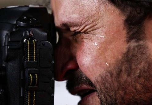 动容瞬间:伊拉克摄影师流泪拍摄祖国被淘汰