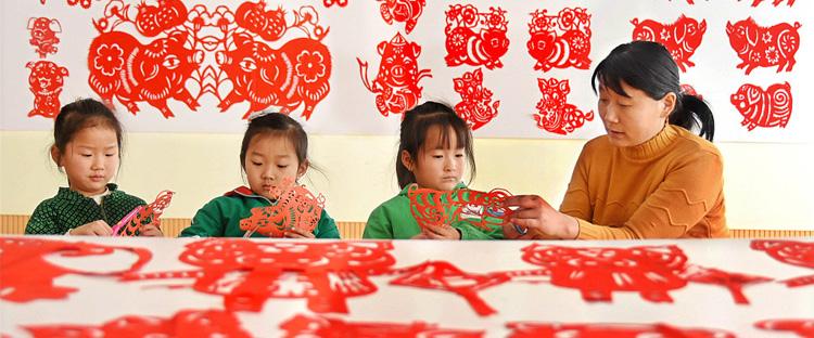 山东沂源:剪纸迎新年