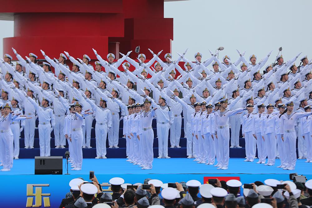 庆祝海军成立70周年联合军乐展示举行