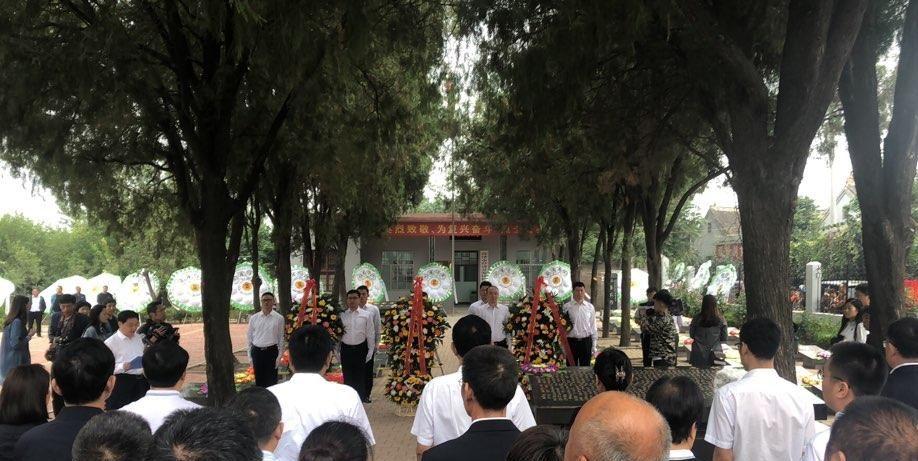 """""""向英烈致敬 为复兴奋斗""""烈士公祭活动在菏泽张和庄烈士陵园举"""