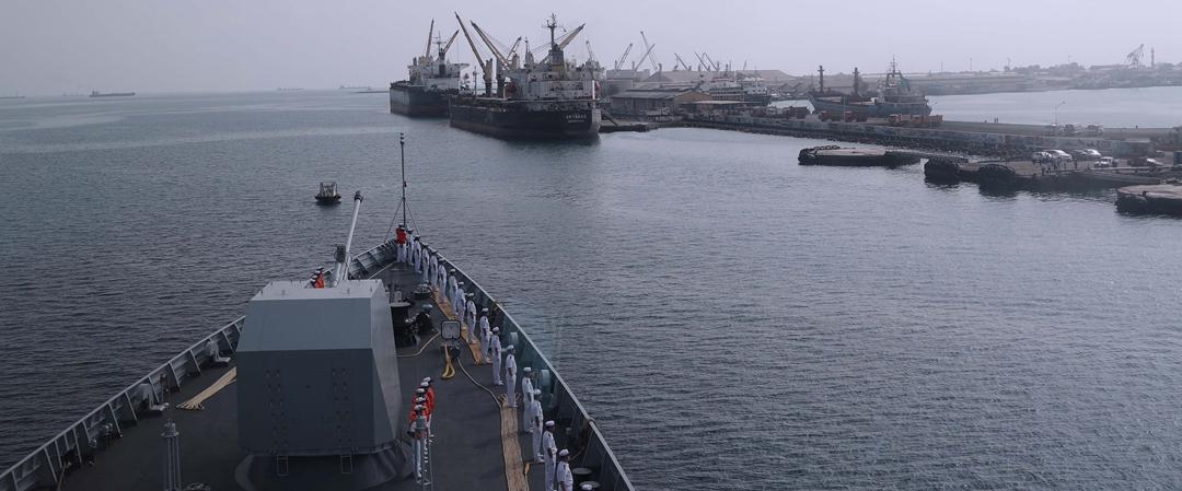 最新!海军第三十三批护航编队靠泊吉布提港