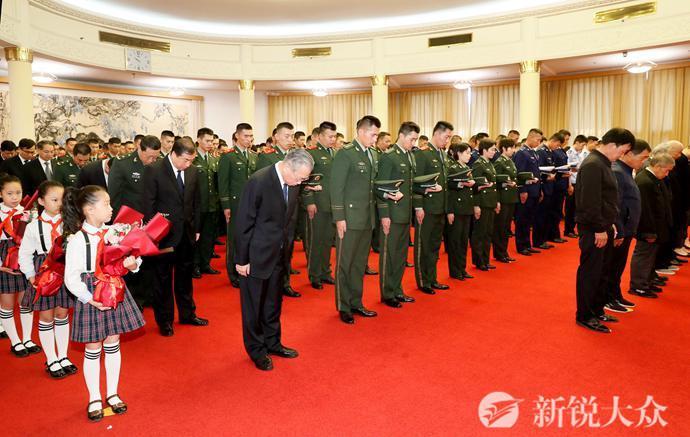 山东省委省政府举行烈士光荣证颁授仪式