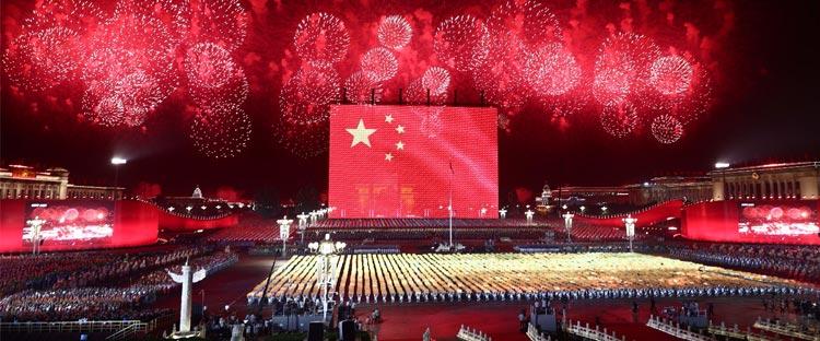 巨型国旗升起!愿祖国繁荣昌盛