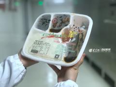 """探访青岛""""舌尖上的高铁"""":""""春运""""盒饭是这样做出来的"""