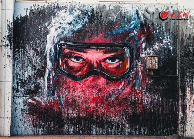 80后壁画师助力抗疫  在青岛纺织谷暖心创作壁画