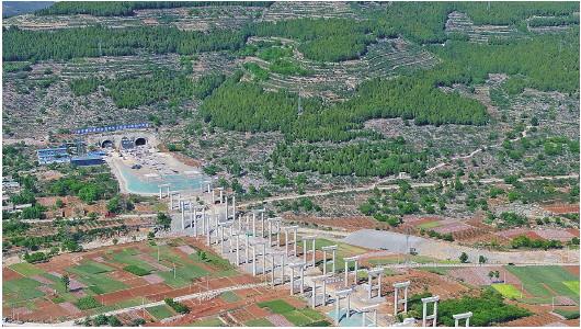 大众日报·海报新闻■济南枣庄车程将缩至2.5小时,新台高速8座隧道全部贯通