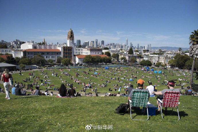 @新华网美国公园画圈圈让游客保持距离