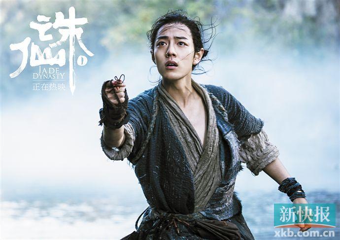 """新快报:肖战获""""金扫帚奖""""引发争议"""