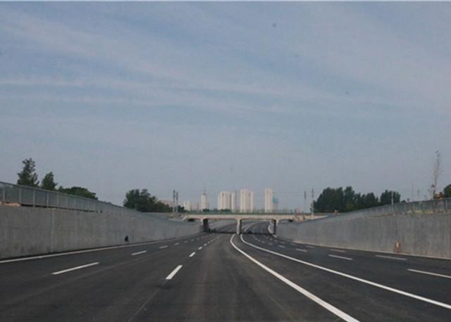 通车在即 菏泽一穿越铁路立交桥主体工程提前13个月贯通
