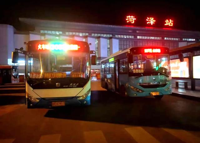 菏泽夜间公交试运营首日,市民称赞出行更便利!