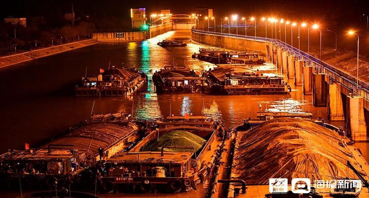 """京杭运河台儿庄段为""""北煤南运""""开辟绿色通道"""