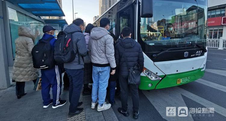 直击!春节后青岛的首个早高峰 车辆渐多城市充满律动