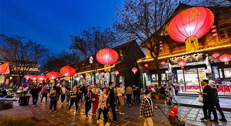 青州古城流光溢彩迎元宵节