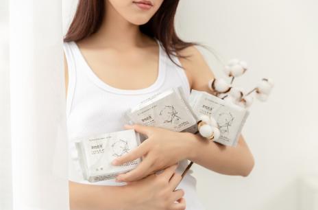 全棉时代X丁香医首款联名纱布卫生巾,带来全新体验