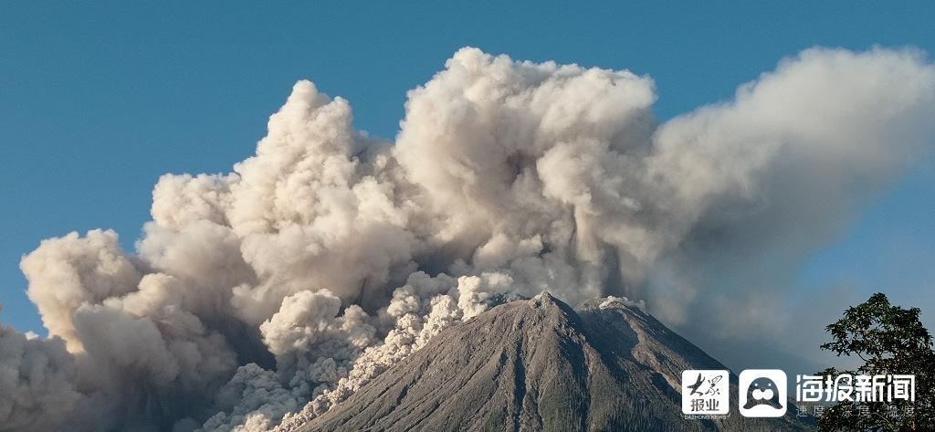 印尼火山喷发 释放浓烟高达5000米