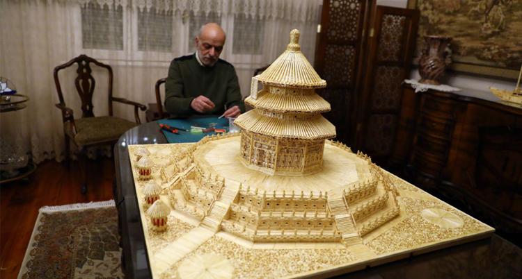 埃及艺术家用火柴杆造天坛