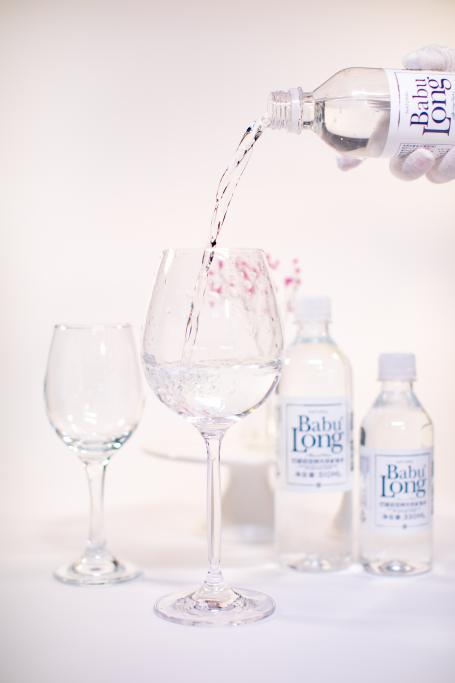 克丽缇娜旗下高端水品牌巴部农 引领以水代酒新时尚