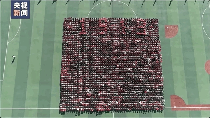山东高校军训汇演的这一幕,让全校师生沸腾了!