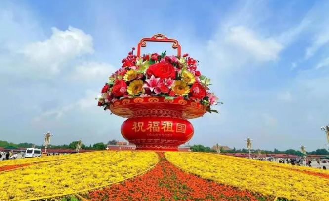 天安门广场和长安街沿线花卉布置完工