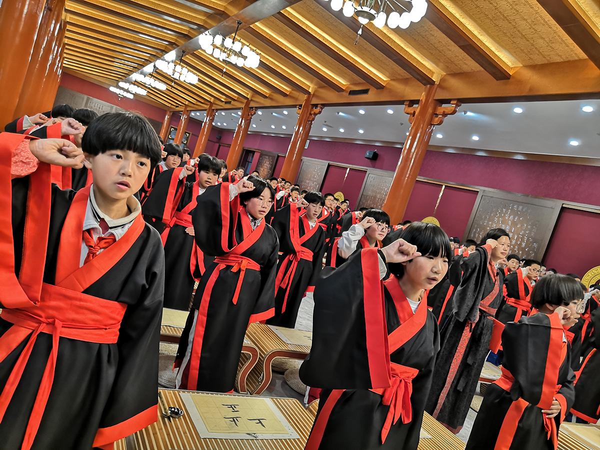 """长清区第二实验中学举行""""圣地寻和润身以德""""曲阜研学活动"""