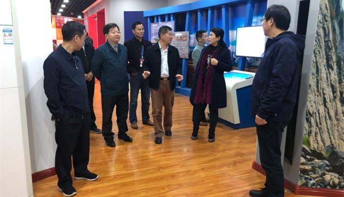 湘西自治州民族中学教育考察团到济南三中交流考察