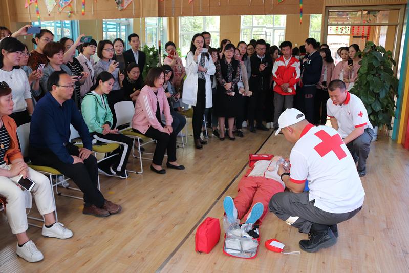 济南市高新区教体局开展5.12地震避险及紧急疏散演练活动