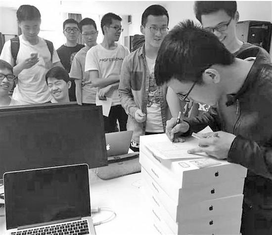 """浙大""""土豪""""课,选课就发苹果电脑"""