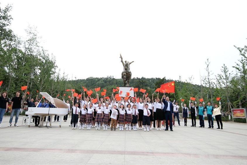 庆祝新中国成立70周年!泉城澎湃,唱响《我爱你中国》!