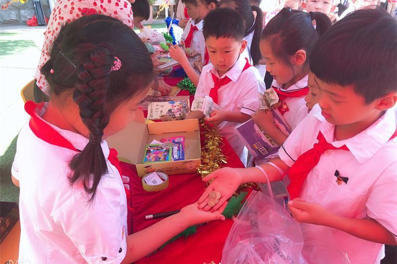 """不一样的""""六一""""济南汇泉小学办校园科技节""""创""""出爱国范"""