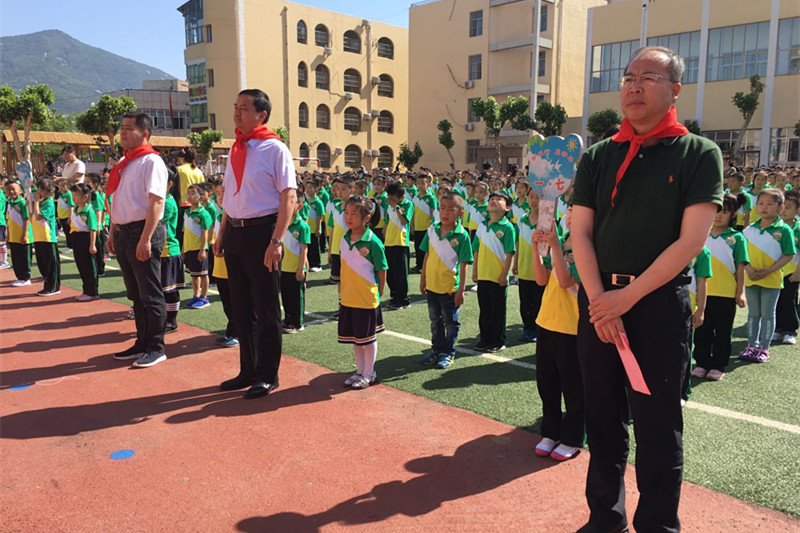 泰安市实验学校举行少先队员入队仪式