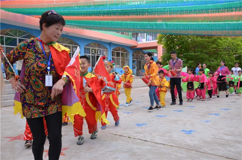 烟台海阳市实验幼儿园开展民俗游园活动